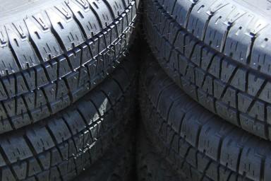 Rubber Resources verwerkt rubberafval tot halffabricaten voor de autobandenindustrie. (foto Porto Sabbia/Fotolia)