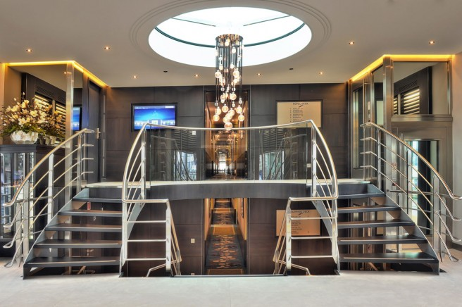 De indrukwekkende hall van het schip. (foto Hans Heiligers)
