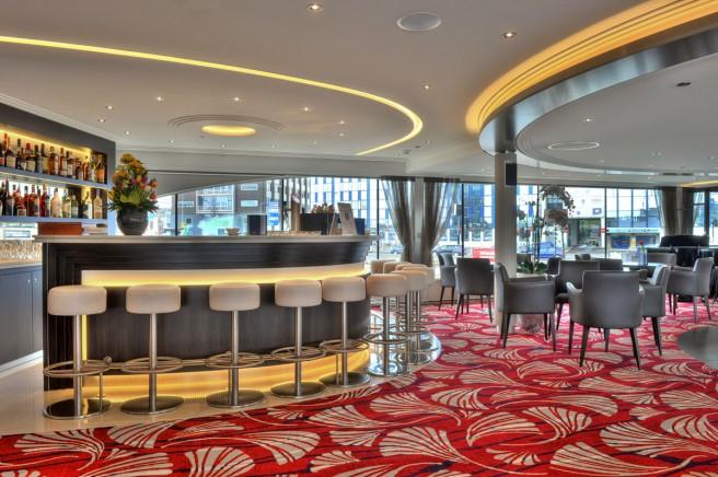 De bar en een klein gedeelte van de lounge. (foto Hans Heiligers)