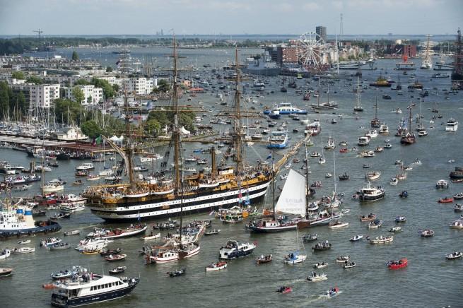 Sail 2010: drukte op het IJ. (foto E.J. Bruinekool Fotografie)