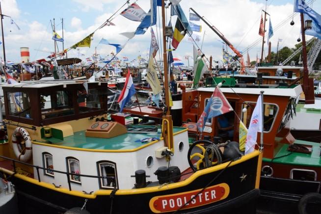 Er waren heel wat historische vaartuigen naar Maasbracht gekomen.