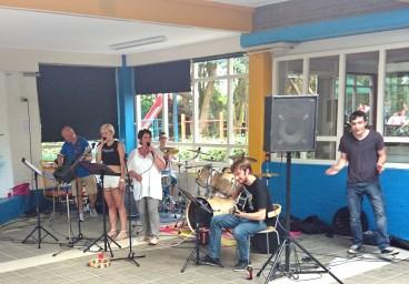 Het allereerste optreden van de Meerpaal Band.
