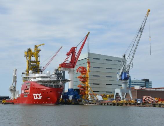 Huisman is een van de bekendste bedrijven in de Schiedamse havens.