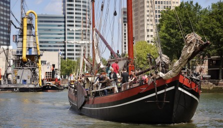 Rondvaart op een oud zeilschip.