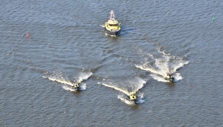 RWS werkte met snelle interventievaartuigen en een helikopter.