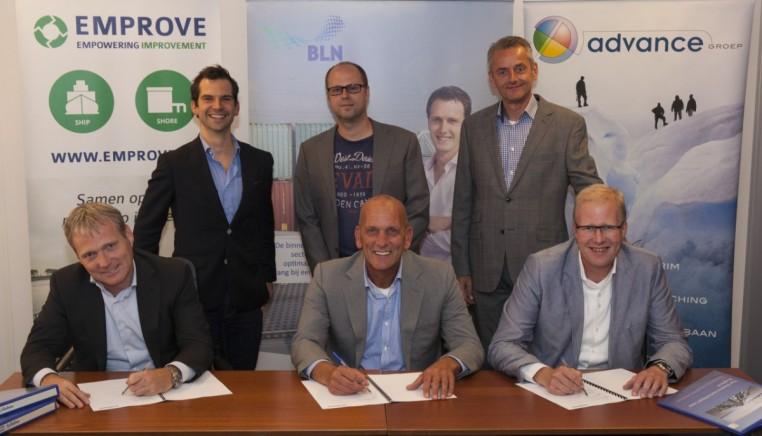 Van links naar rechts, achter: Frank Landheer (Emprove), Peter Brandt (Koninklijke BLN-Schuttevaer), Peter Bröring (Advance Groep), voor: Marc Tieman (Unibarge), Marcel Roth (Universe Shipping) en Dennis Mandemaker (Vario Shipping).