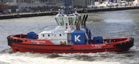 Bij de Wereldhavendagen werden zoals altijd demonstraties gehouden, zoals hier door de snel om de eigen as roterende sleepboot van Kotug.