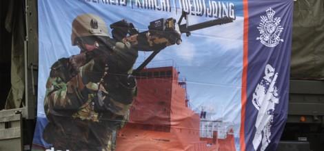 En natuurlijk zijn eens per jaar  de mariniers in de Rotterdamse haven met de reclame voor defensie.