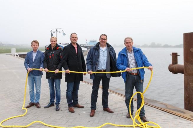 De afvaardiging van regioafdeling IJsseldelta-Zwartewater: Ernstjan Klein, Sander Vlieger, Rein Schut, George Lagerburg en Roelof Huls. (foto: Pedro Sluiter Foto)