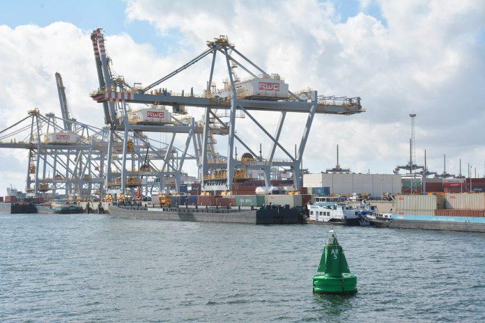 RWG containers Rotterdam Maasvlakte