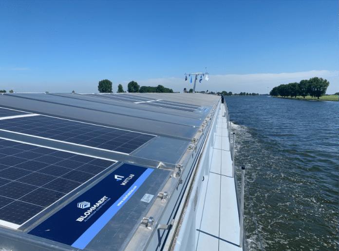 scheepsluiken met zonnepanelen