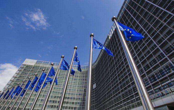Vlaggen voor gebouw Europese Commissie