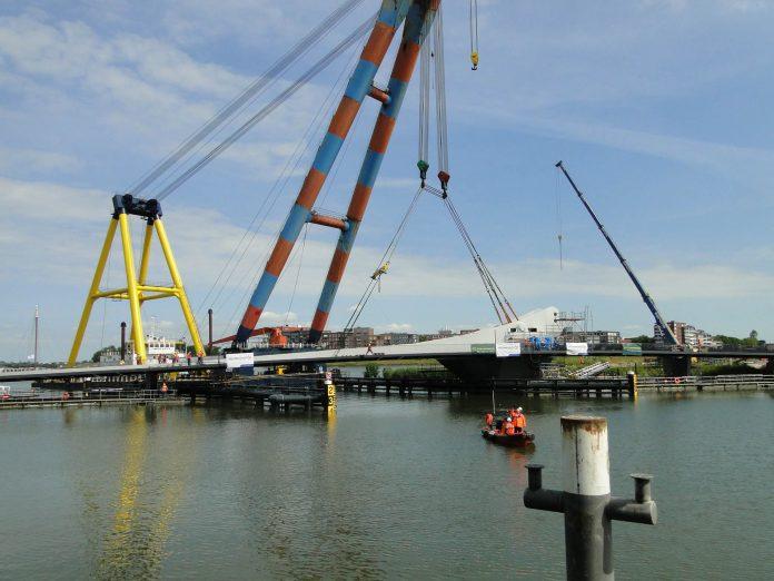 plaatsing Prins Clausbrug over het Wantij