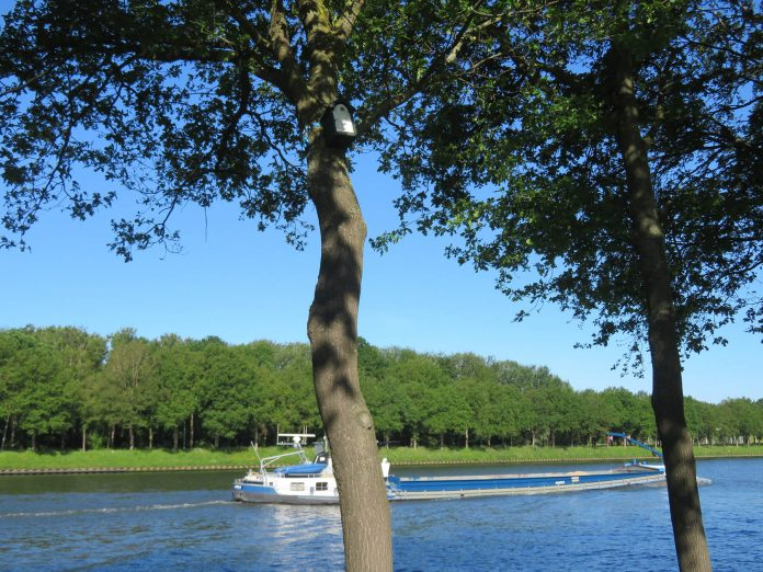 schip op Amsterdam-Rijnkanaal