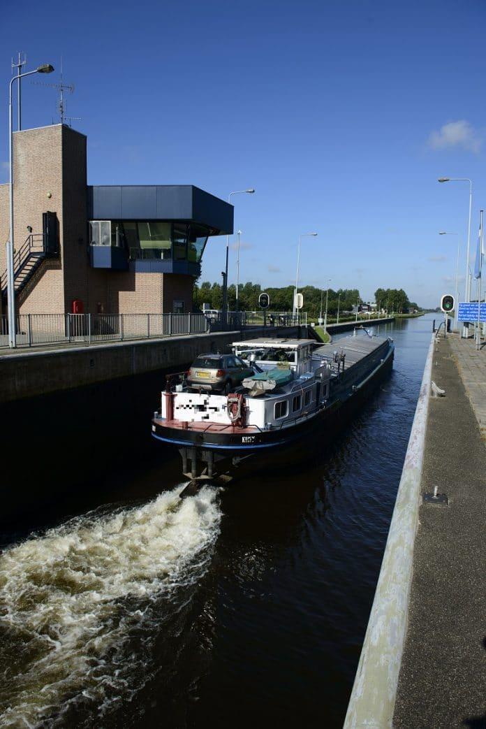 schip in Sluis Schijndel