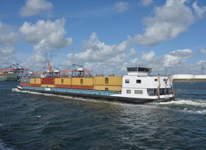 containerschip For-Ever op de Maasvlakte