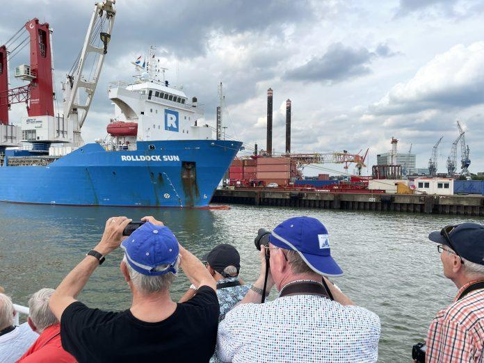 shipspotters fotograferen de Rolldock Sun