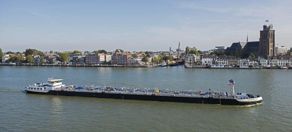 mts Manhattan bij Dordrecht